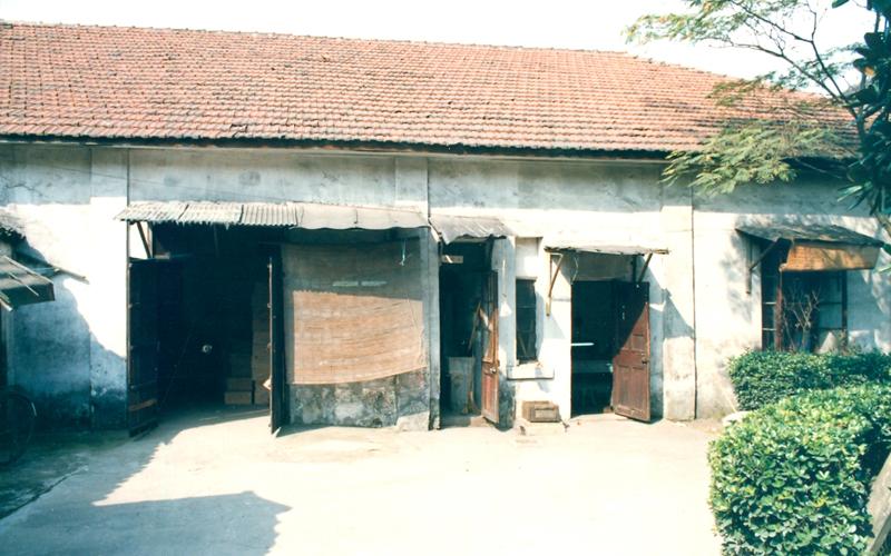 七八十年代的西药库和病区化验室,1990年造影像楼时被拆除。