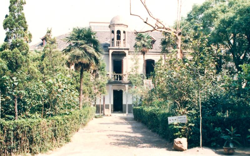 建于1915年,以前为??的食堂和宿舍,1952年以后改为医院办公楼,1997年拆除。